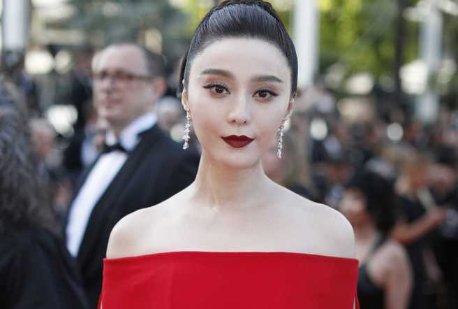 "In April, Lucy Turnbull, wife of the Australian prime minister, prepared a check for three million yuan for actress Fan Bingbing, the co-founder of a children&#39;s <a  href='http://oprahcanwin.com/trump-pornstar-hush-money-1-a/'>charity center</a>."" /></p> <p>Fan Bingbing , one of the most famous actresses in China, has not appeared in public for more than a month and two of silence on social networks, which has fed fear among her fans that she is being detained for alleged tax evasion, months later that a colleague accused him of forging invoices</p> <p>Fan, who has made the leap to Hollywood and played the superheroine Blink in <em>X Men: Days of Future Past</em> , was last seen in public on July 1, when she visited a children's hospital, while on her Weibo account ( the ""Chinese Twitter""), with more than 60 million followers, has not written anything since June 2.</p> <p><strong>Accused of evading taxes</strong></p> <p>""She is beautiful and good-hearted, I hope they are treating her well"", says one of her fans, who have been sending messages of support to the actress for two months and asking her to give signs of life to silence the rumors and say who simply has taken a vacation, or confirm them to confess that it is investigated.</p> <p>Most assume that Fan, 36, is detained because in May a very popular television presenter, Cui Yongyuan, accused him of evading taxes. According to Cui, Fan carries out a common practice among Chinese stars dubbed ""yin-yang contracts"" (comparable to the so-called ""B-boxes"" in corruption cases in Spain) for which they have an official accounting that is quoted to the Treasury and an unofficial one that moves much more money without declaring.</p> <p>In April, Lucy Turnbull, wife of the Australian prime minister, prepared a check for three million yuan for actress Fan Bingbing, the co-founder of a children's charity center (AP).</p> <p>In the case of Fan, Cui says that in a collaboration she had with her the actress officially collected and declared to the hacienda 10 million yuan (1.2 million euros, 1.4 million dollars) but was secretly paid to others 50 million yuan (6.2 million euros, 7.3 million dollars).</p> <p>After the accusations, Fan's study stated that Fan had never had such double contracts, but shortly after the Chinese government announced, in early June, an inspection of possible cases of tax evasion between famous movie stars and television country, something that <a  href='http://tambourbattant.org/are-you-wanting-a-payday-loan-fast/'>many linked</a> to this scandal.</p> <p>Winner of a Silver Shell at the San Sebastian Film Festival</p> <p style="